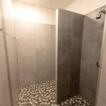 Horní patro - dámská sprcha